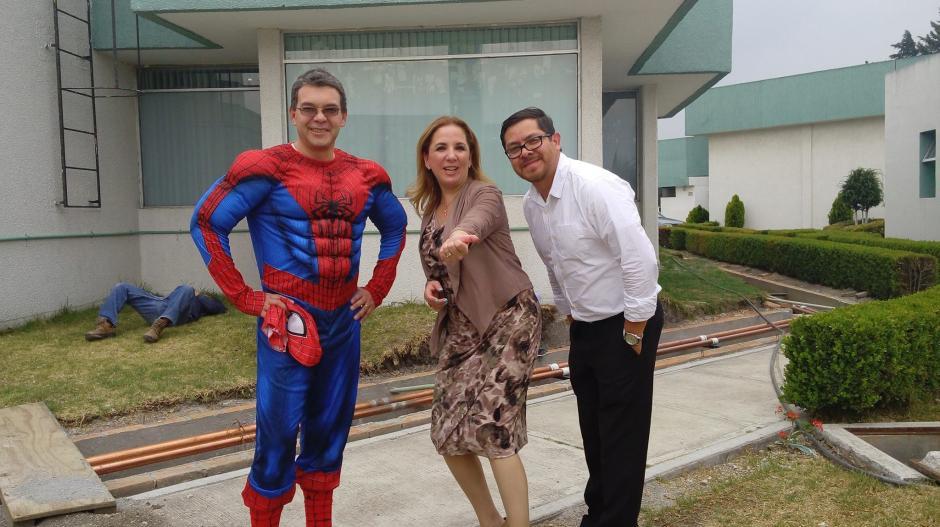 Su peculiar manera de ayudar a los niños ha sido reconocida en México. (Foto: Sergio Gallegos)