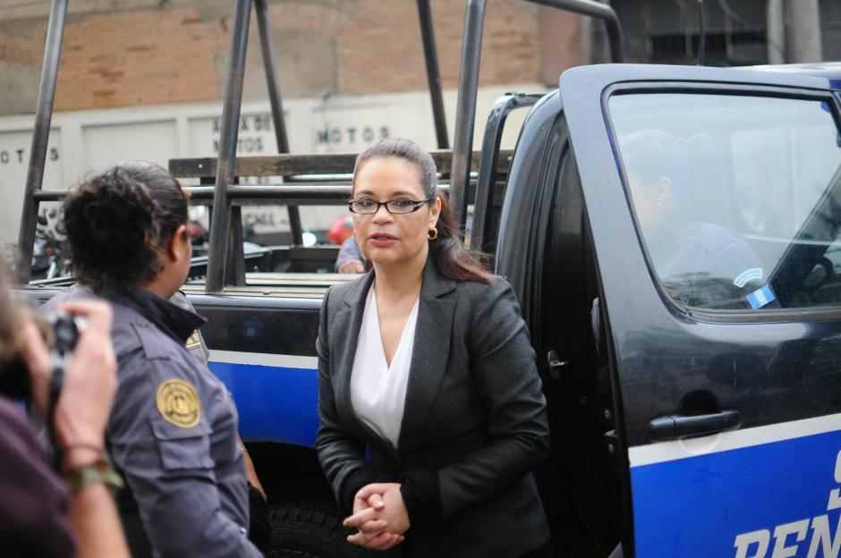 La exvicemandataria Roxana Baldetti durante su llegada a la continuación de audiencia de primera declaración por el caso TCQ. (Foto: Alejandro Balán/Soy502)