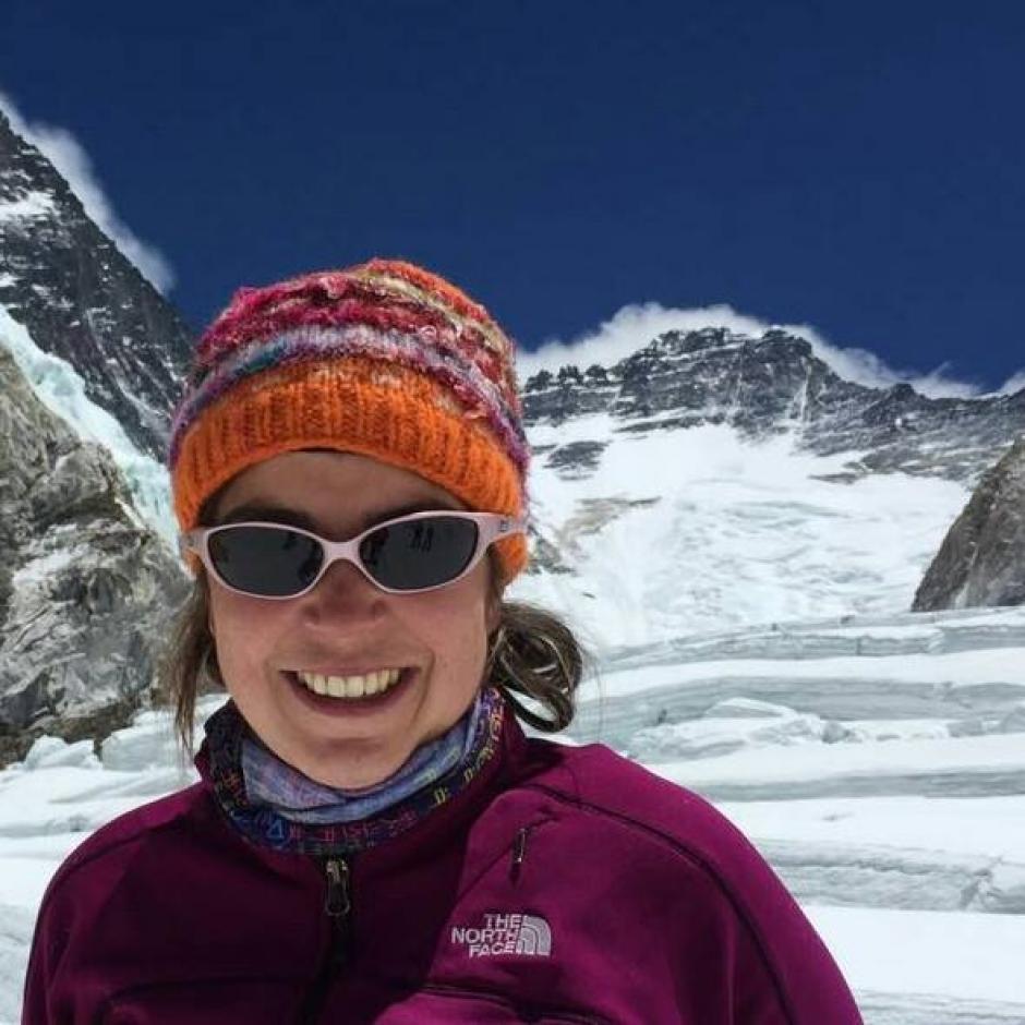 Bárbara Padilla explica sobre los riesgos que se corren al escalar sin un equipo adecuado. (Foto: Bárbara Padilla)