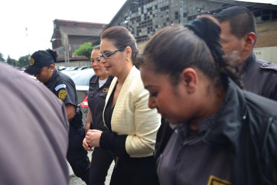 La exvicepresidenta Roxana Baldetti en su llegada a la Torre de Tribunales.  (Foto: Jesús Alfonso/Soy502)