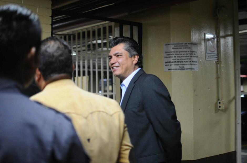 El exsecretario privado y yerno de Pérez Molina en su llegada a la Torre de Tribunales. (Foto: Alejandro Balán/Soy502)