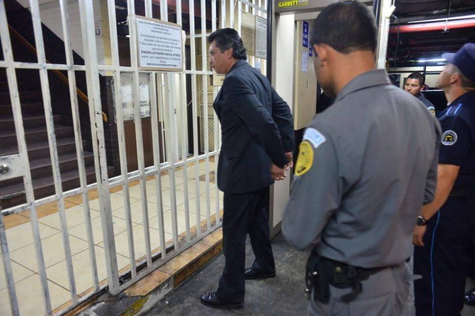 El exsecretario privado y yerno de Otto Pérez Molina en su llegada a la Torre de Tribunales.  (Foto: Jesús Alfonso/Soy502)