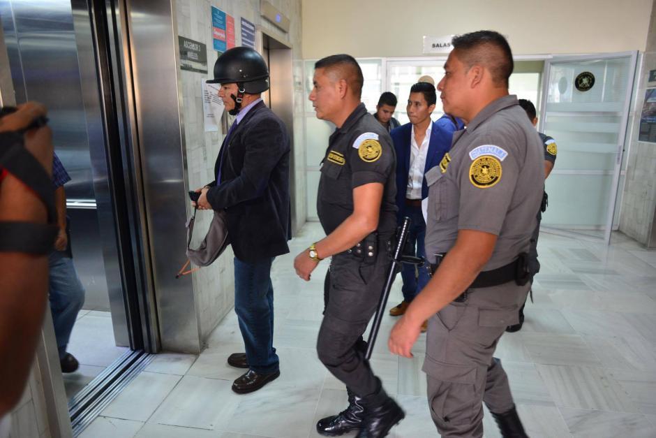 Salvador Estuardo González fue llevado a Tribunales para la revisión de medida. (Foto: Jesús Alfonso/ Soy502)