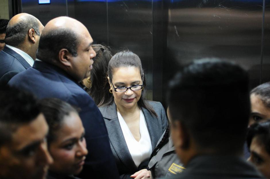 La exvicepresidenta Roxana Baldetti en su llegada a la Torre de Tribunales. (Foto: Alejandro Balán/Soy502)