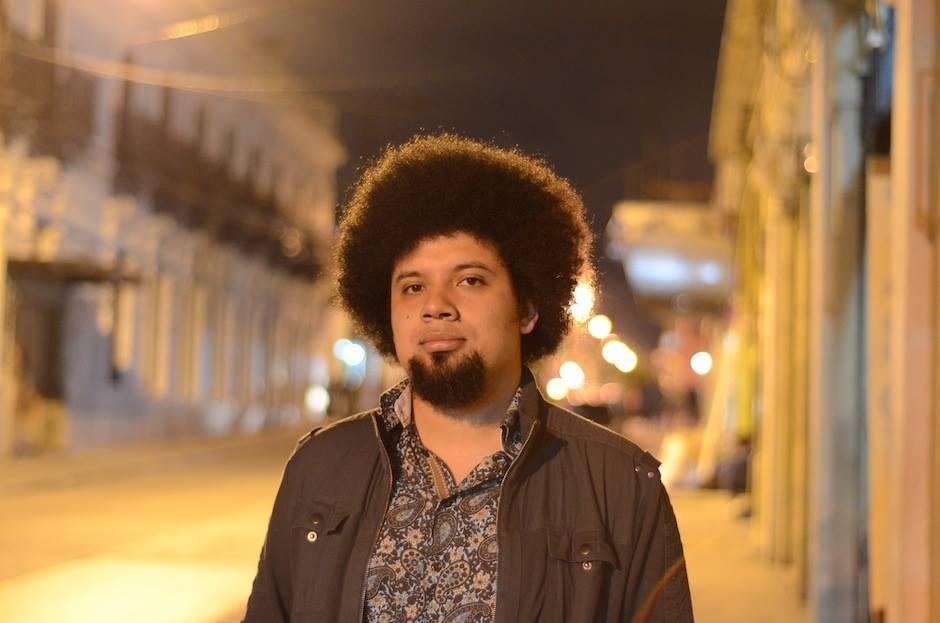 Julio Serrano es fanático de las letras de Francisco Morales Santos. (Foto: Selene Mejía/Soy502)