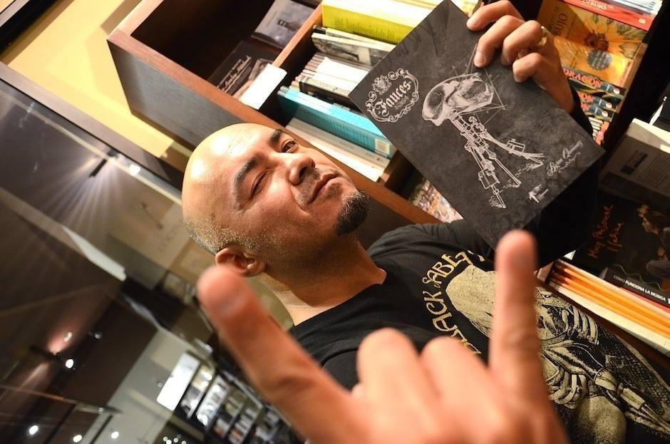 Byron Quiñonez es fanático del trabajo de Editorial X. Foto: Selene Mejía Soy502