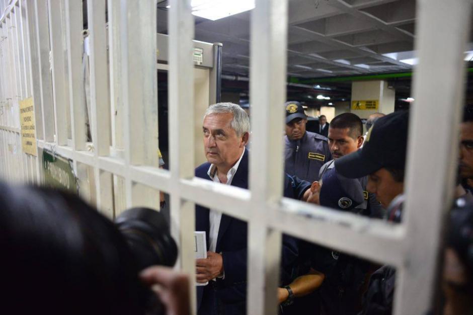 El expresidente Otto Pérez Molina a su llegada a la Torre de Tribunales por el caso TCQ.  (Foto: Jesús Alfonso/Soy502)