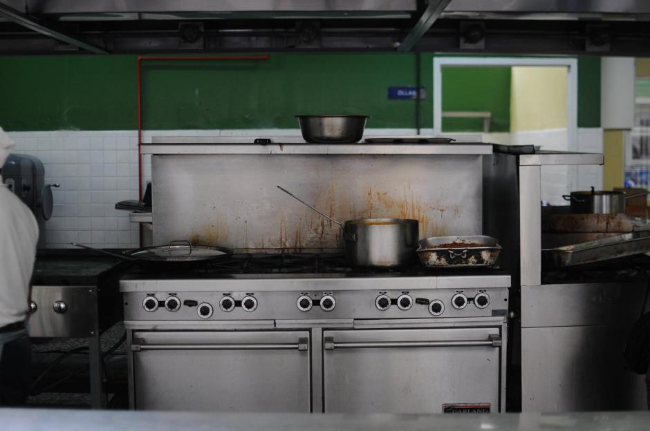 La cocina del Hospital Roosevelt tiene muy pocos insumos para trabajar. (Foto: Soy502)