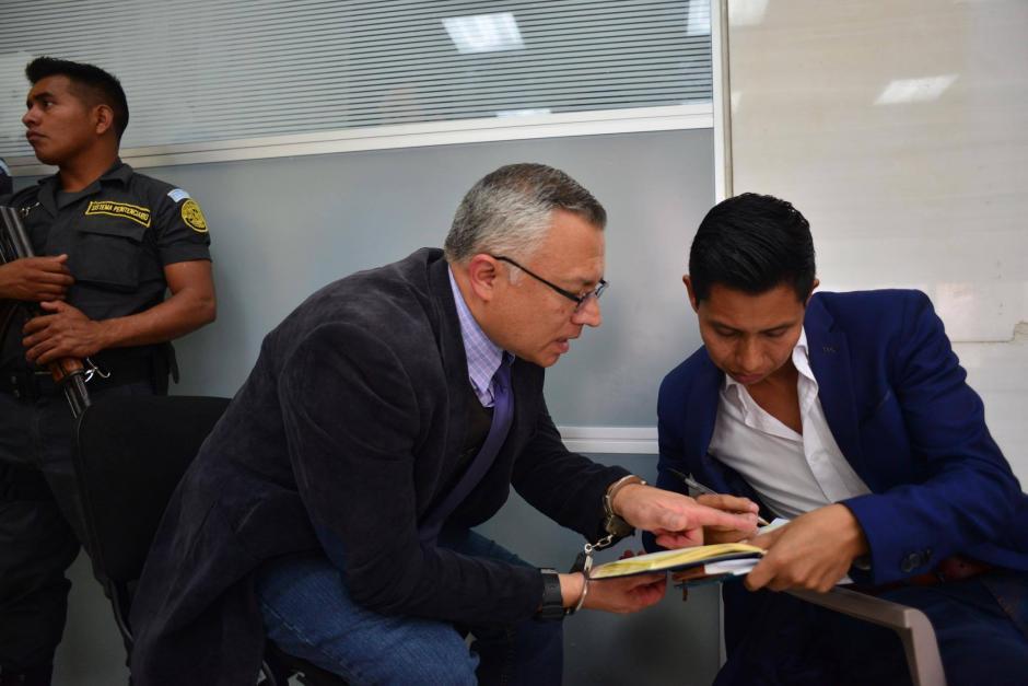 Salvador Estuardo González asistió a una audiencia de revisión de medida por el caso Bufete de la Impunidad. (Foto: Jesús Alfonso/ Soy502)