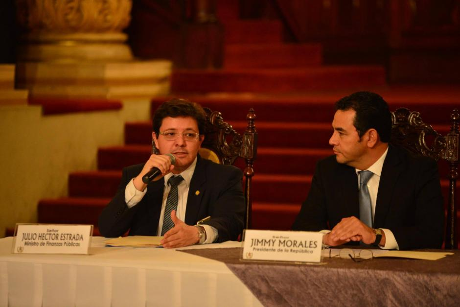El Ministro de Finanzas, Julio Héctor Estrada, explicó que el convenio busca hacer más eficientes las compras en salud. (Foto: Jesús Alfonso/Soy502)