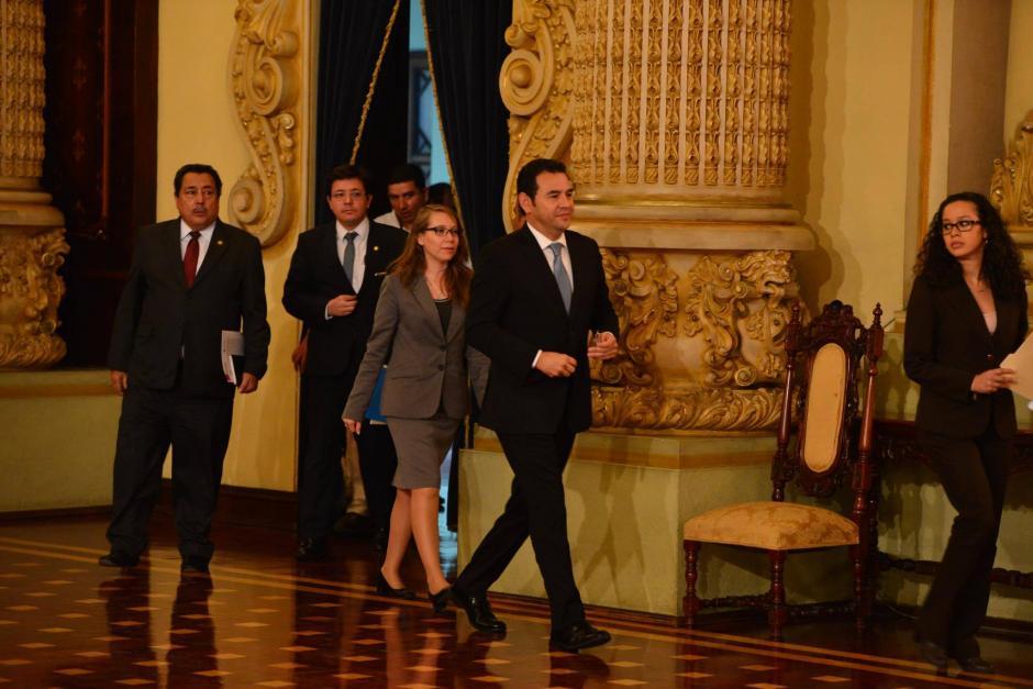 Al final la conferencia de prensa, Jimmy Morales no se quedó a la ronda de preguntas. (Foto: Jesús Alfonso/Soy502)