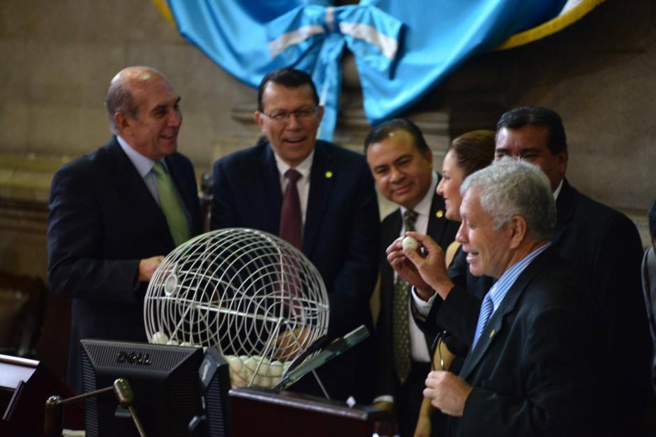 Risas y sorpresa causó en los diputados los nombres de los que integran la pesquisidora. (Foto: Jesús Alfonso/Soy502)