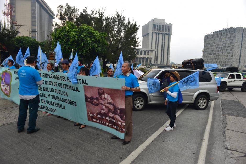 Inconformes realizan una caminata pacífica hacia el Congreso de la República. (Foto: Jesús Alfonso/Soy502)