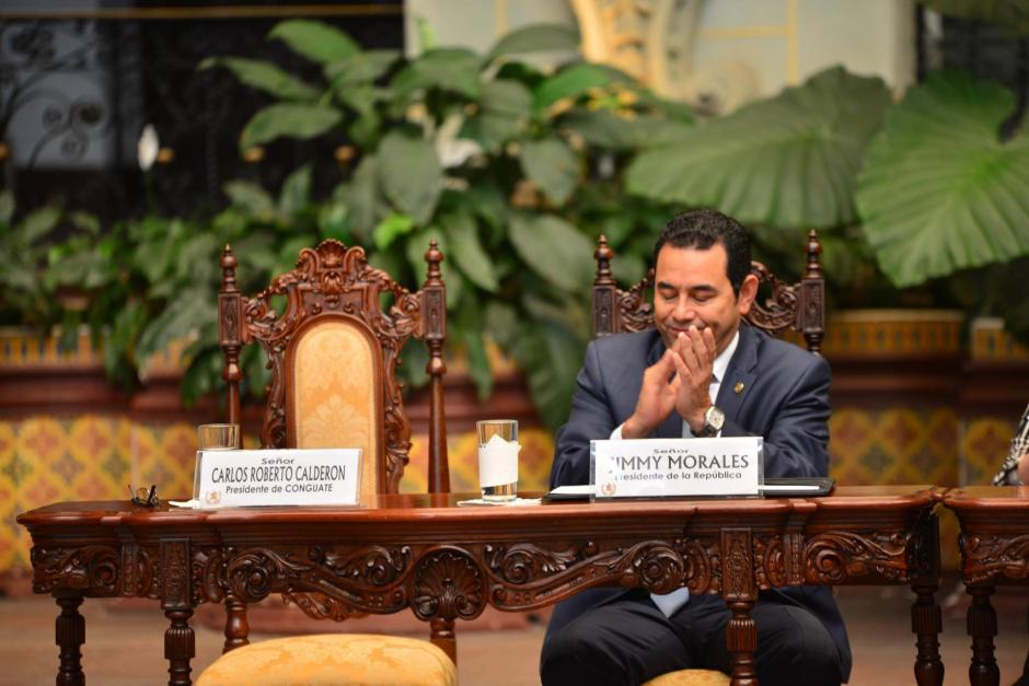 El presidente dijo que esta podría convertirse en una solución integral al problema de mobiliario en el sistema de educación pública. (Foto: Jesús Alfonso/Soy502)