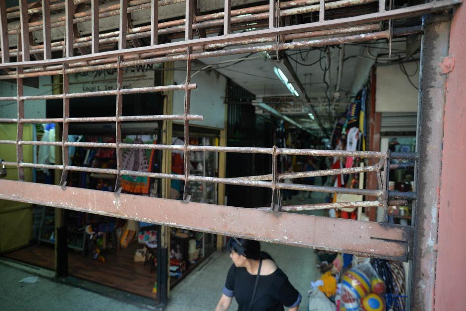 Los delincuentes utilizaron una sierra eléctrica para ingresar al Mercado Central. (Foto: Wilder López/Soy502)