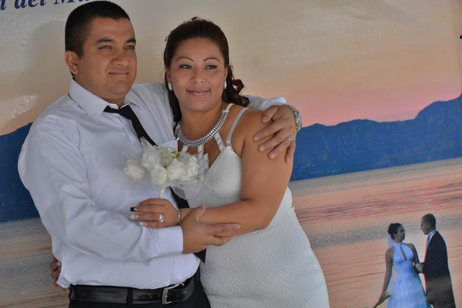 Cien parejas unieron sus vidas en matrimonio legal. (Foto: Wilder López/Soy502)