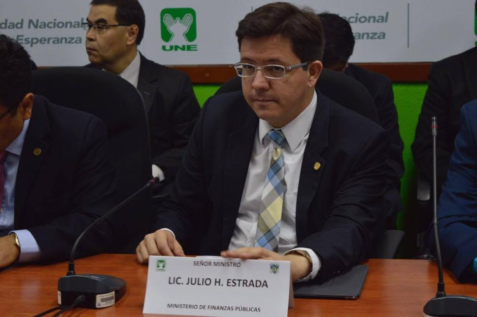 Julio Héctor Estrada, ministro de Finanzas, fue cuestionado por el tema. (Foto: Camila Chicas/Soy502)