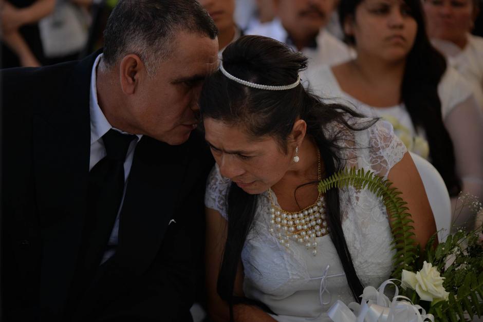 Un grupo de 100 parejas se unieron en matrimonio legal en la zona 13. (Foto: Wilder López/Soy502)
