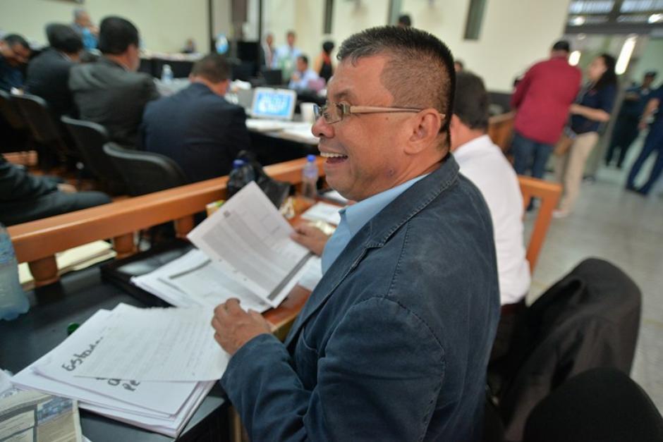 Chico Dólar sonríe durante la audiencia donde el MP pidió que enfrente juicio. (Foto: Wilder López/Soy502)
