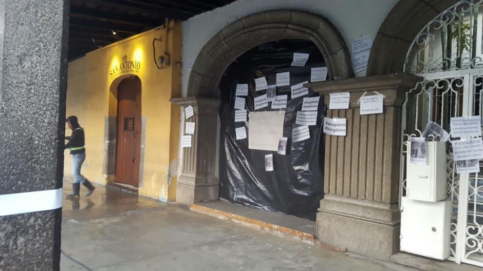 Según dicen los manifestantes, la obra pudo haber sido beneficiada. (Foto: Colectivo de Jóvenes de Guatemala)