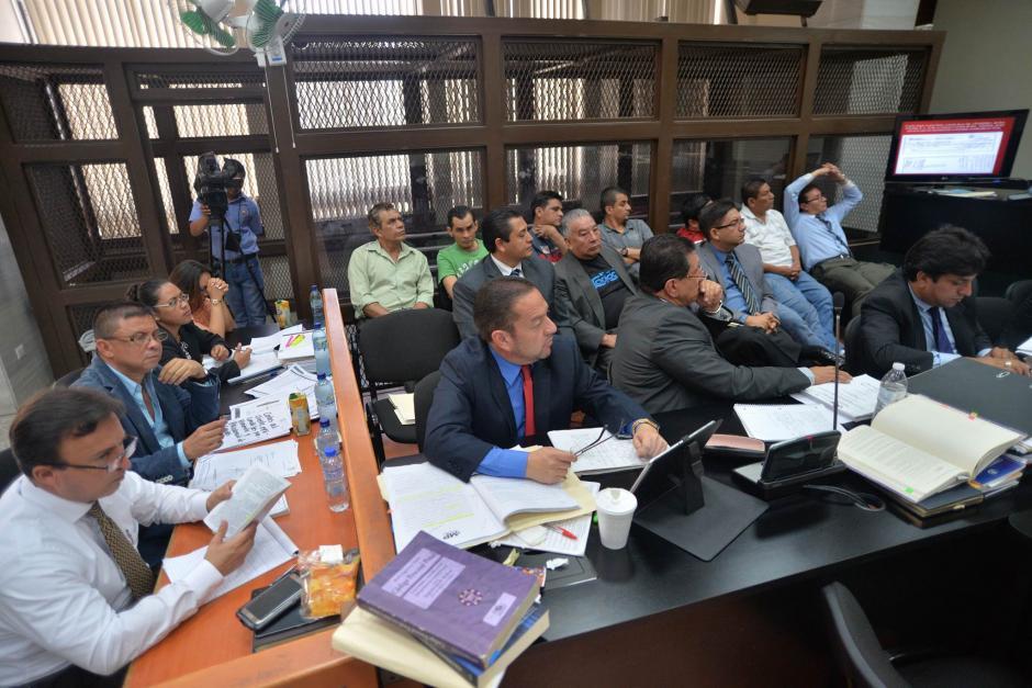 Abogados y sindicados escuchan al fiscal durante la audiencia de etapa intermedia. (Foto: Wilder López/Soy502)