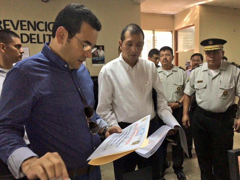 Jimmy Morales visitó la comisaría de Mazatenango. (Foto: Gobierno de Guatemala)