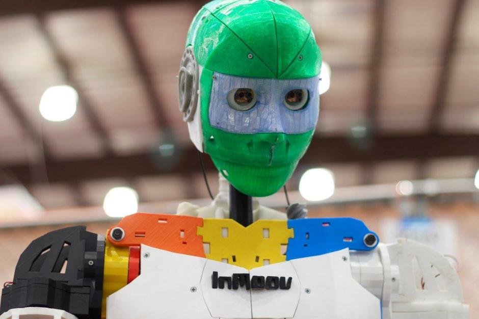 Los ingenieros nacionales explicaron la forma en qué se controla al robot de telepresencia. (Foto: Maker Faire 2016)