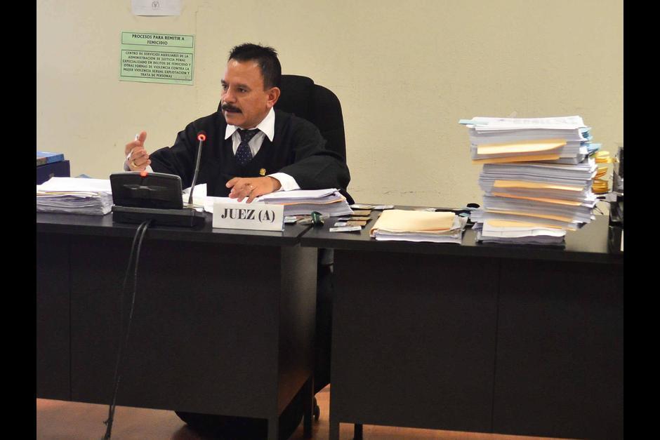 El juez de Villa Nueva Arnoldo Orellana se ha desvinculado del caso diciendo que entregó todos los documentos al MP. (Foto: Archivo/Soy502)