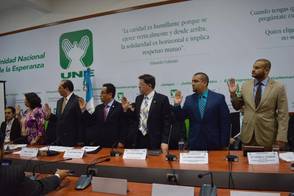 Las autoridades que regulan captación de impuestos y que están vinculadas en el aspecto financiero fueron citados al Congreso. (Foto: Camila Chicas/Soy502)