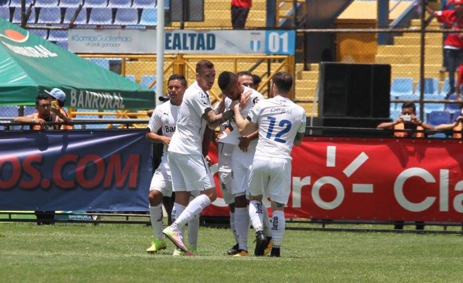 Los cremas el gol que los tiene arriba en la serie. (Foto: Luis Barrios/Soy502)