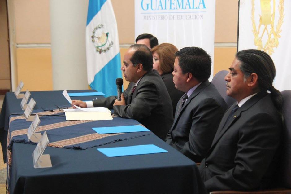 Óscar Hugo López, anunció los profesionales que serán designados como directores departamentales de educación. (Foto: Ministerio de Educación)