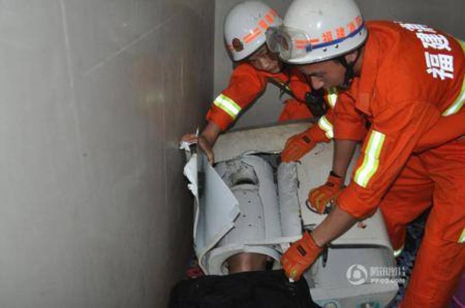 Seis rescatistas tuvieron que llegar a sacarlo. (Foto: ndtv.com)