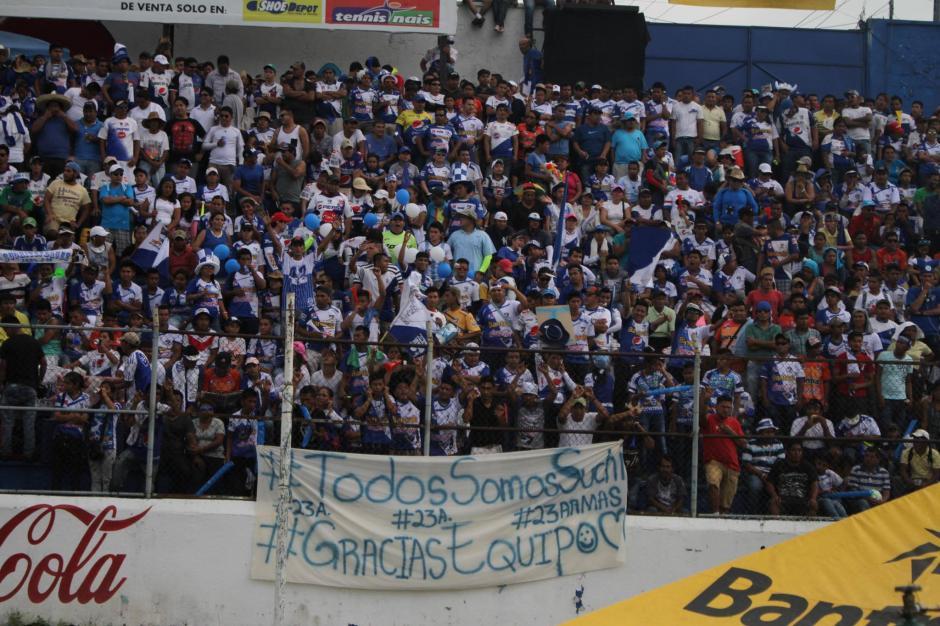 Desde las primeras horas del domingo, los aficionados abarrotaron el graderío del Carlos Salazar. (Foto: Luis Barrios/Soy502)