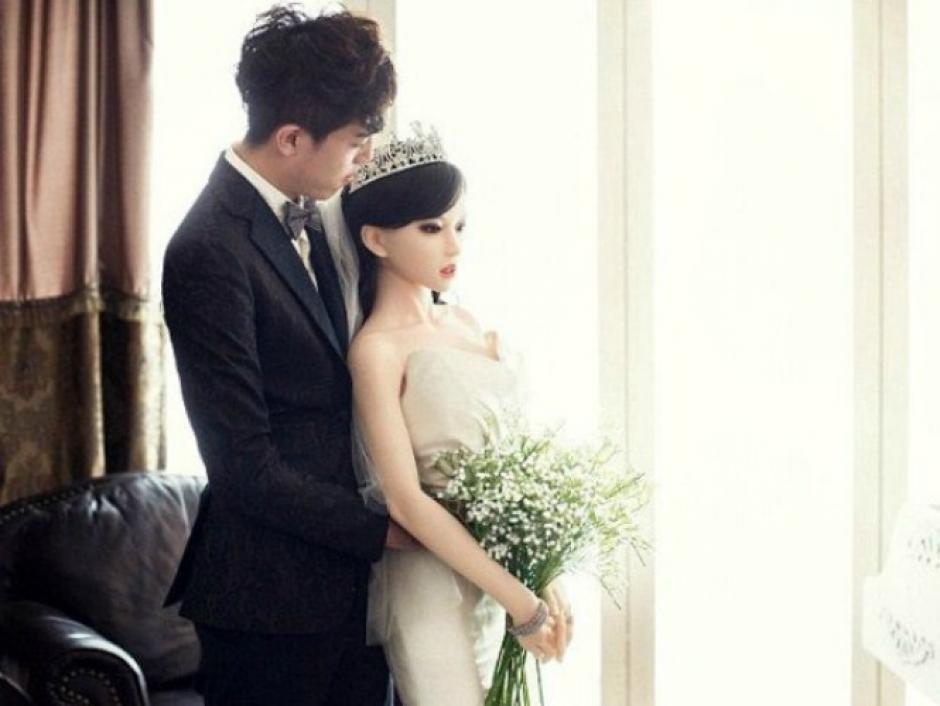Un hombre de Pekín se casa con una muñeca de silicona. (Foto: Google)