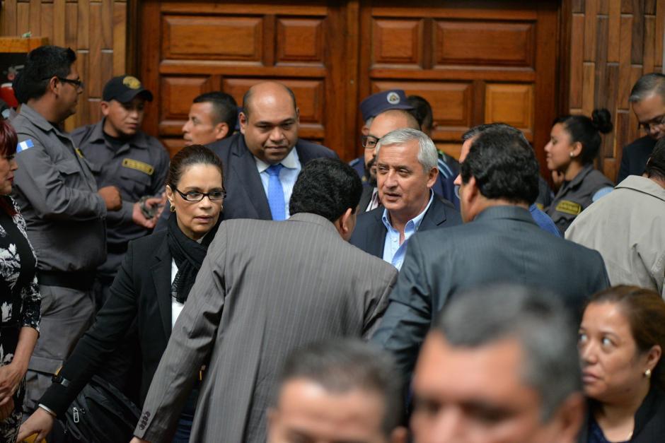 Luego de finalizar la audiencia los sindicados tuvieron la oportunidad de hablar entre ellos.  (Foto: Wilder López/Soy502)