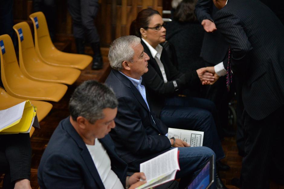 Gustavo Martínez, Otto Pérez Molina y Roxana Baldetti a su llegada a la Sala de Vistas donde se realizará la audiencia. (Foto: Wilder López/Soy502)