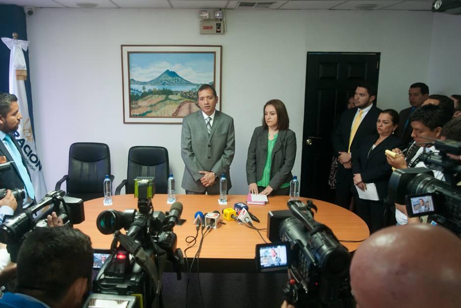 Tras la juramentación, la nueva directora conoció las instalaciones de su nuevo empleo. (Foto: Alejandro Balán/Soy502)