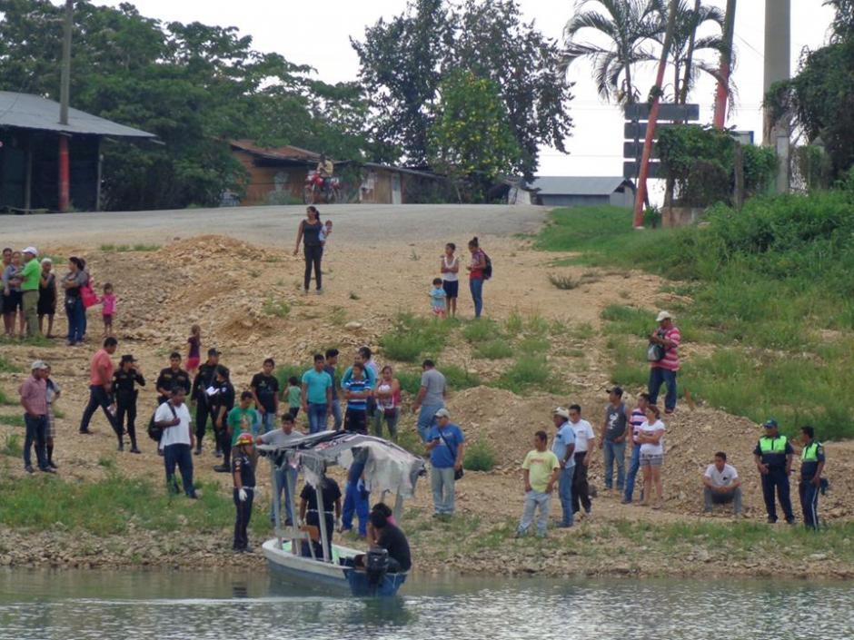 Los trabajadores del ferry dicen haber escuchado que alguien se lanzó al río, pero no lograron observar porque estaba oscuro. (Foto: El Paisano Petenero/Facebook)