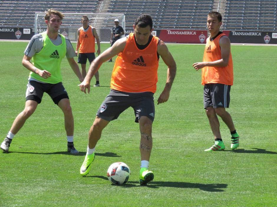 Marco Pappa ya hace fútbol con sus compañeros. (Foto: Colorado Rapids)