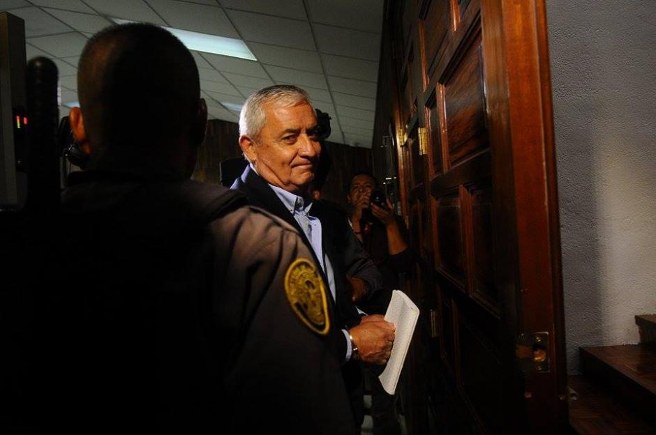 El expresidente Otto Pérez Molina a su llegada a la Torre de Tribunales. (Foto: Wilder López/Soy502)