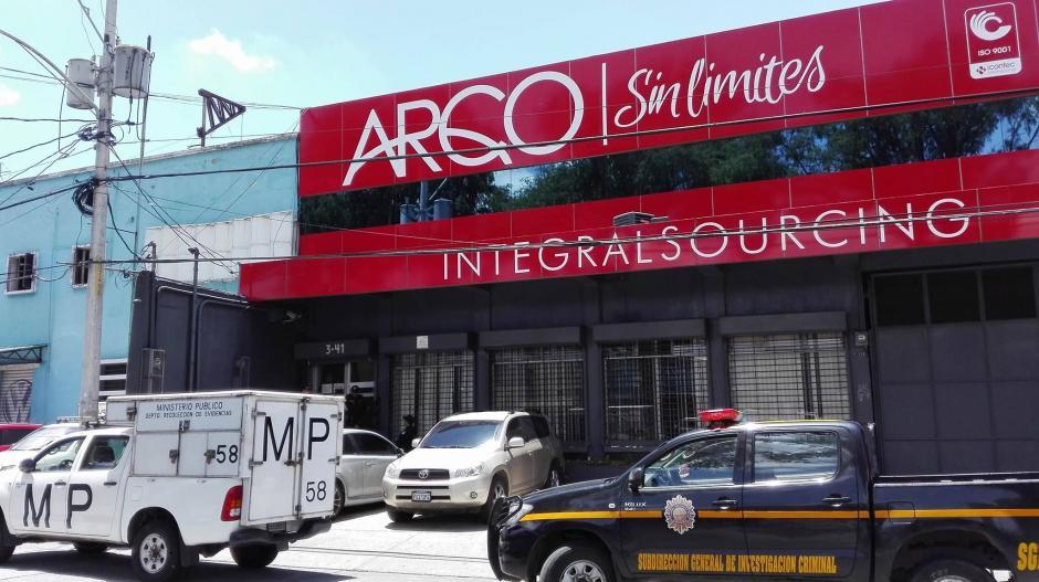 """Las autoridades allanaron la empresa """"Arqco"""" del exministro de Comunicaciones, Alejandro Sinibaldi. (Foto: Marcia Zavala/Soy502)"""