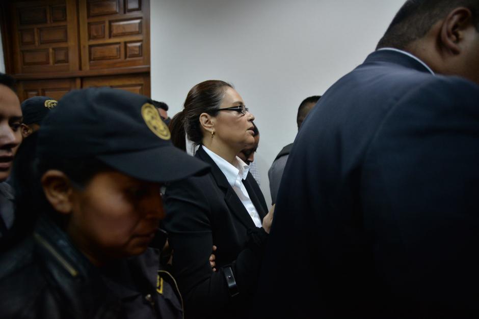 La exvicepresidenta Roxana Baldetti se retiró de la Sala de Vistas de la CSJ.  (Foto: Wilder López/Soy502)