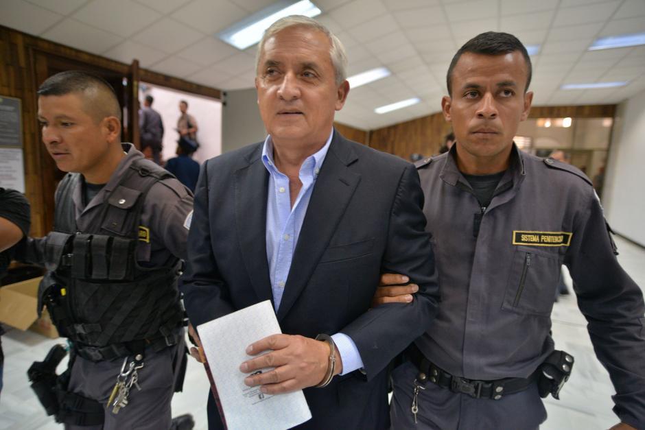 El expresidente Otto Pérez Molina se reunió con sus exministros durante una audiencia.  (Foto: Wilder López/Soy502)
