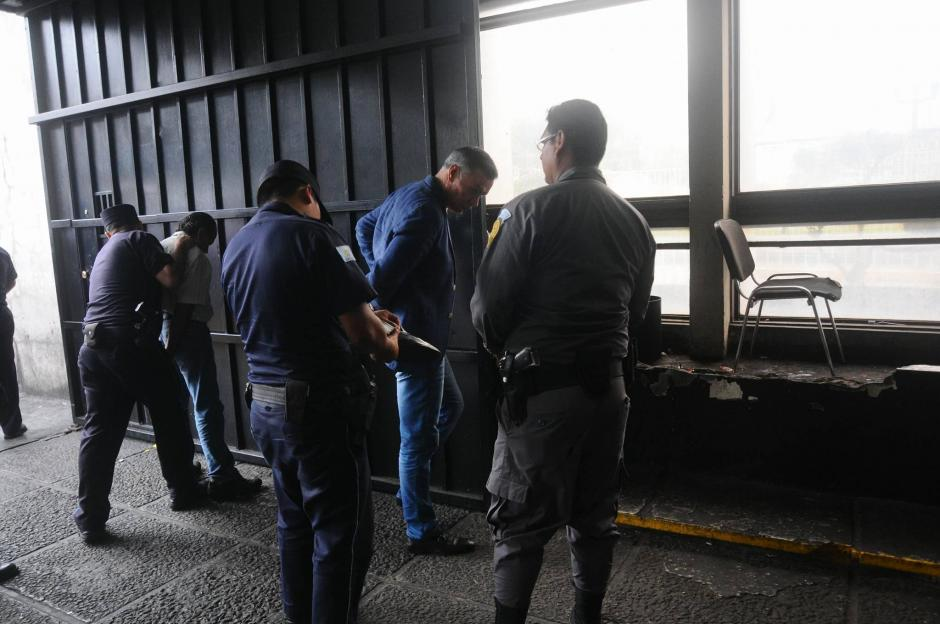 Los acusados fueron trasladados desde muy temprano hacia los tribunales. (Foto: Alejandro Balan/Soy502)