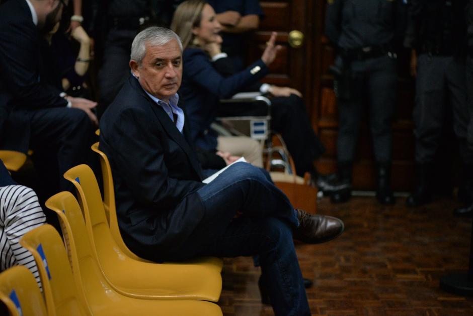 El expresidente Otto Pérez Molina a la espera del inicio de la audiencia. (Foto: Wilder López/Soy502)