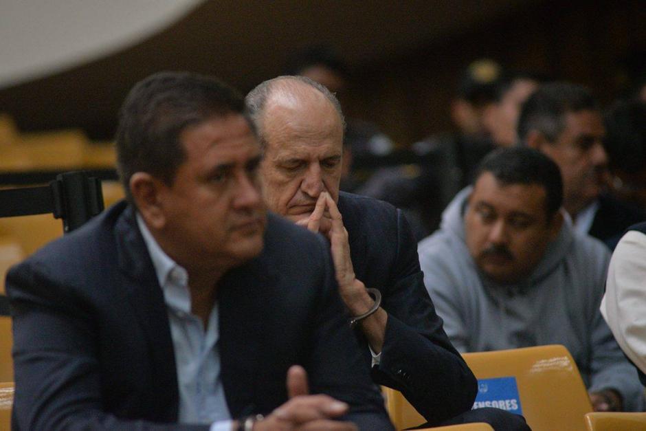 Flavio Montenegro, exgerente del G&T Continental, espera con los ojos cerrados. (Foto: Wilder López/Soy502)