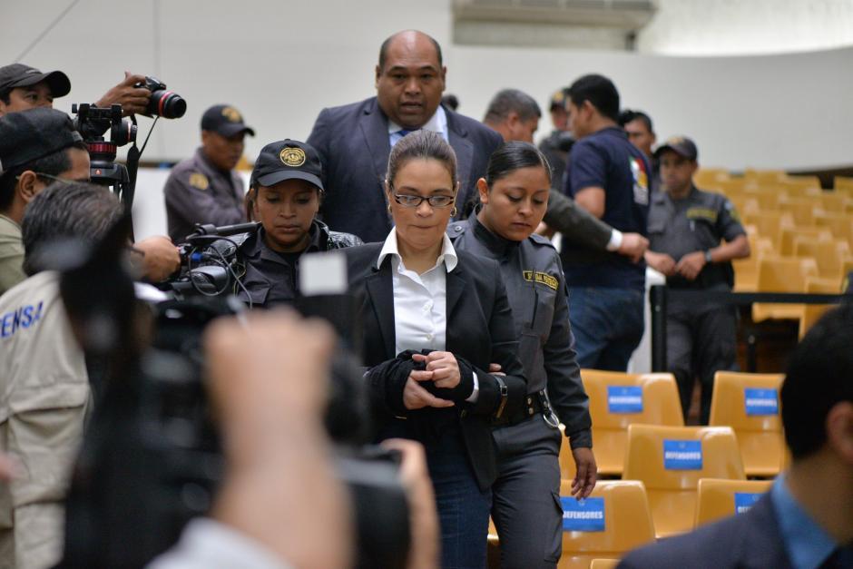 La exvicepresidenta Roxana Baldetti a su llegada a la Sala de Vistas en donde se realizará la audiencia. (Foto: Wilder López/Soy502)