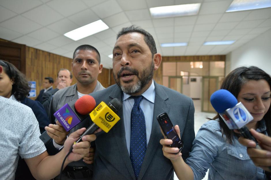 El exministro de Gobernación Mauricio López Bonilla se retiró de la Sala de Vistas de la CSJ.  (Foto: Wilder López/Soy502)