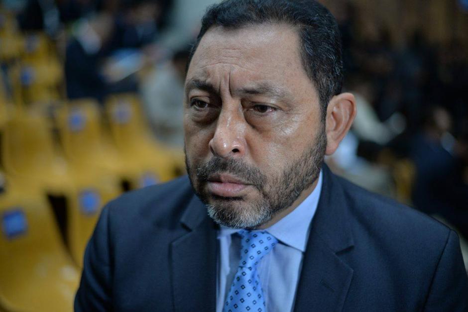 Mauricio López Bonilla, exministro de Gobernación, brinda declaraciones a los medios. (Foto: Wilder López/Soy502)