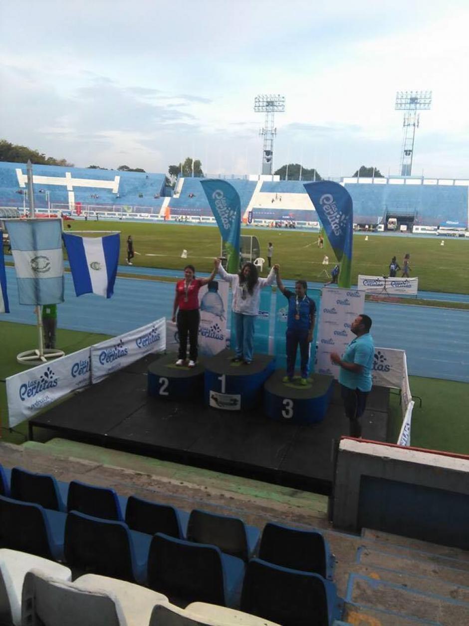 Alejandra Moreno también subió al podio representando a Guatemala. (Foto: Federación Nacional de Atletismo)